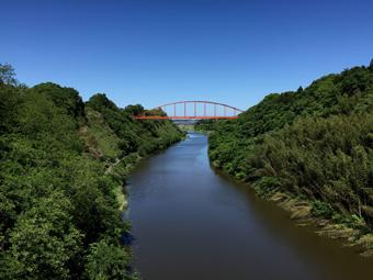 -0512_印旛沼の赤い橋.jpg